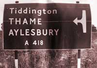 Sign to the A418 with an unusual arrow symbol. Click to enlarge