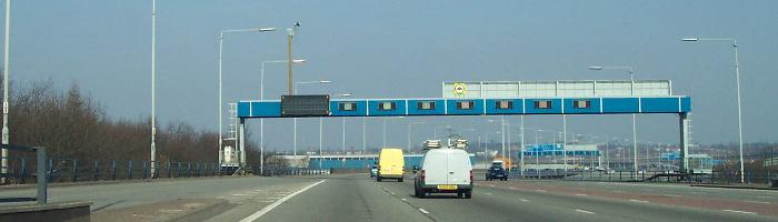 The Aston Expressway's unusual layout, seen in 2005 with modern variable message signs. Click to enlarge