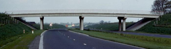 "The M6 Preston Bypass, as originally designed, with its ""reinforced"" unpaved shoulder. Click to enlarge"