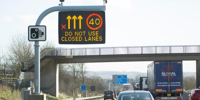 An MS4 signal on the M25 between junctions 24 and 25. Click to enlarge