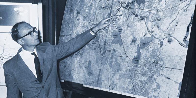 Robert Vigars describes the route of Ringway 2 for the press, at the announcement of the final section in July 1969. Click to enlarge