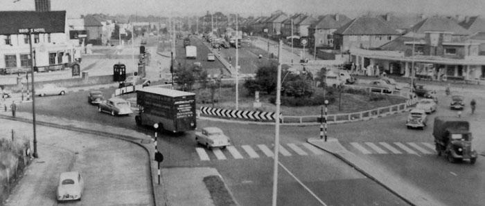 The A40 at Greenford, 1960, with cars opposite stopped by signals. Click to enlarge