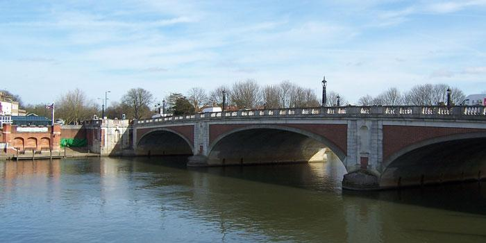 Hampton Court Bridge, with the abutment of the old bridge to the left. Click to enlarge