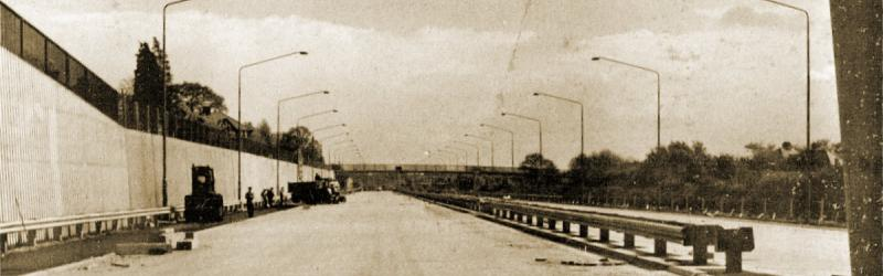 The M1 Hendon Urban Motorway at Glendor Gardens shortly before opening to traffic. Click to enlarge