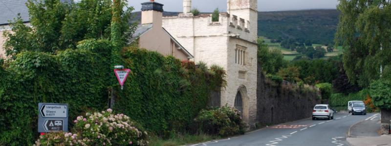 Crickhowell is blessed with lots of interesting old buildings - not least this miniature castle on the western edge of the town. Click to enlarge