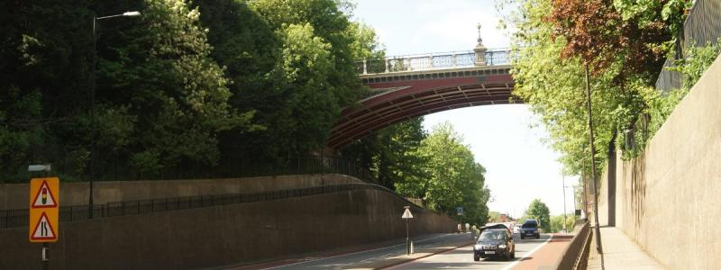The modern Archway Bridge (a replacement for the original) crosses the A1 Archway Road. Click to enlarge